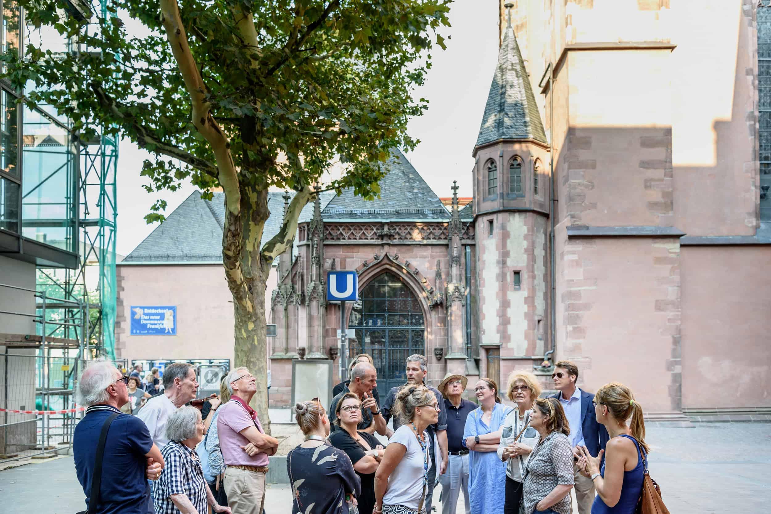 Freunde vor Ort: Die Neue Altstadt \ Foto: Moritz Bernoully