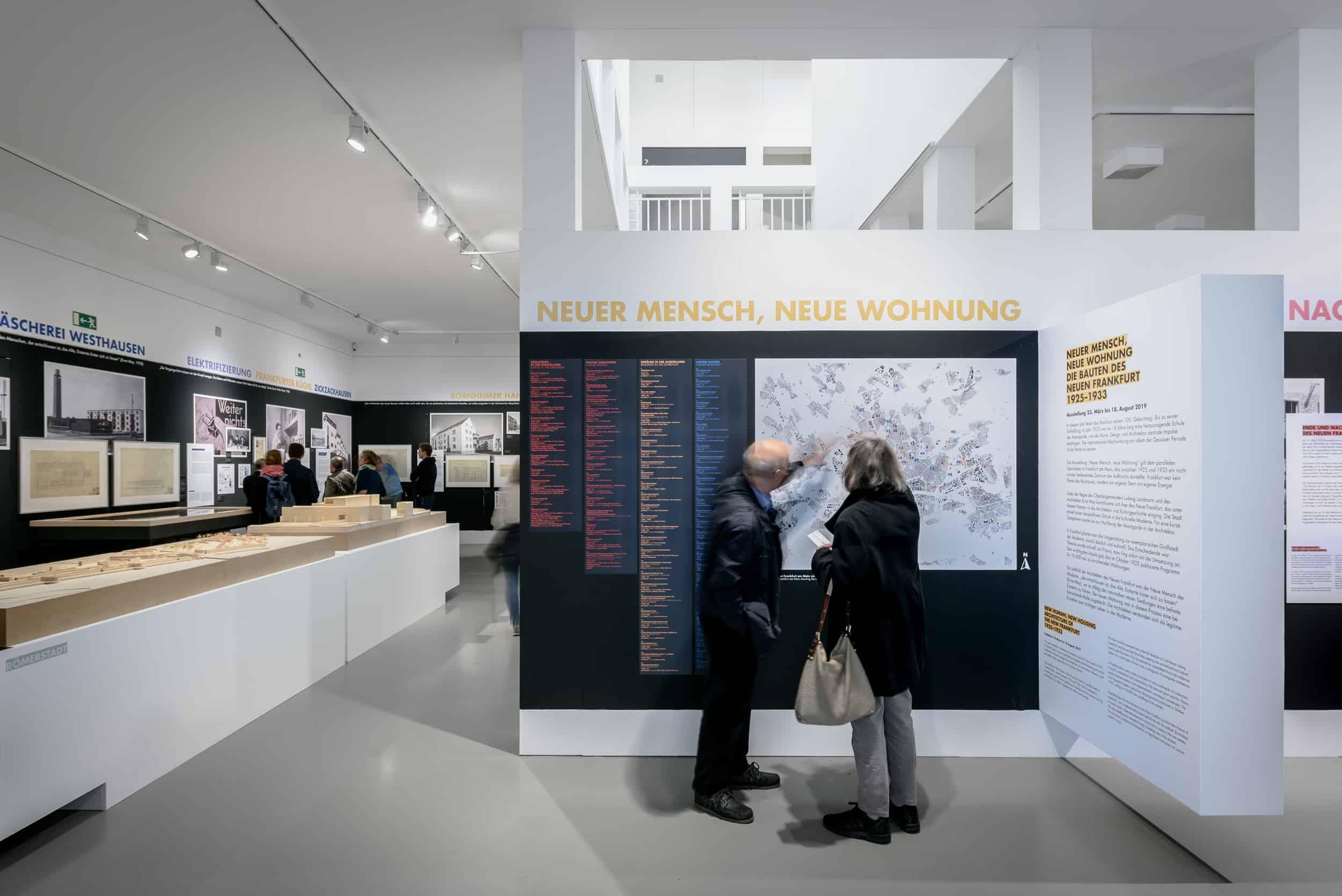 Eindrücke der Ausstellung NEUER MENSCH, NEUE WOHNUNG  Foto: Moritz Bernoully