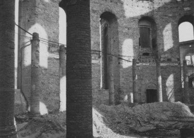 Innenraum der Paulskirche während der Enttrümmerung, 1947