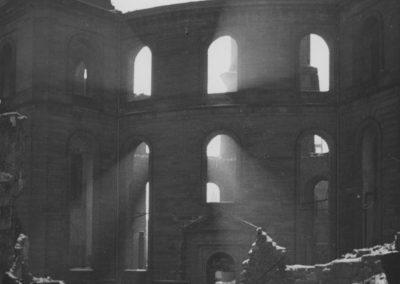 Ausgebrannte Paulskirche, 1945