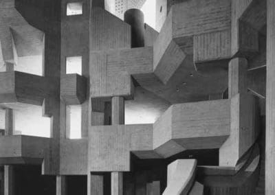 """Die skulpturalen Emporen kurz vor der Fertigstellung  Gottfried Böhm: Innenraum der Wallfahrtskirche """"Maria, Königin des Friedens"""", Neviges, 1963–1968"""