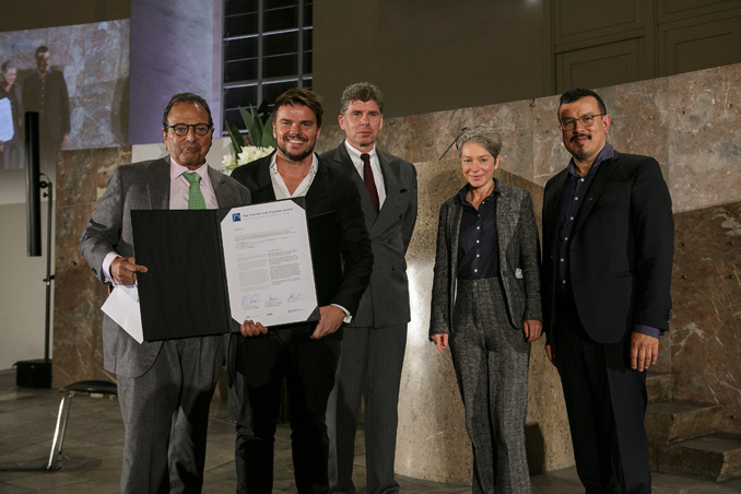 Prize giving ceremony to Douglas Durst (Client, The Durst Organization), Bjarke Ingels (Architect, BIG – Bjarke Ingels Group) by Dr. Matthias Danne (Member of the Board for Real Estate and Finance at DekaBank), Dr. Ina Hartwig (Deputy Mayor in charge of Culture of the City of Frankfurt) und Peter Cachola Schmal (Director Deutsches Architekturmuseum), photo: Fritz Philipp