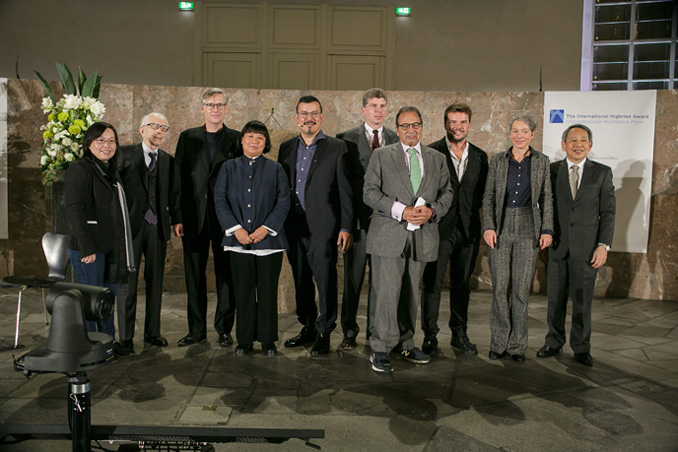 L. to r. Pearl Chee (WOHA Architects); Fumihiko Maki (Maki & Associates); Bart Lootsma (Architectural theorist, laudation Prize Winner); Brigitte Shim (Architect, laudation Special Regognition); Peter Cachola Schmal (Director Deutsches Architekturmuseum); Dr. Matthias Danne (Member of the Board for Real Estate and Finance at DekaBank); Douglas Durst (Client, The Durst Organization); Bjarke Ingels (Architect, BIG – Bjarke Ingels Group); Dr. Ina Hartwig (Deputy Mayor in charge of Culture of the City of Frankfurt); Chun Wah Fong (Housing & Development Board), photo: Fritz Philipp